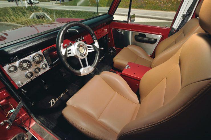 Ford Bronco 4x4 Car 4 740x494 - Restomod: 1968 Ford Bronco 302 V8