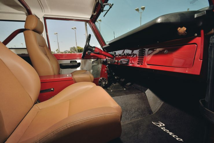 Ford Bronco 4x4 Car 5 740x494 - Restomod: 1968 Ford Bronco 302 V8