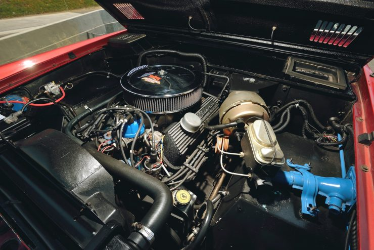 Ford Bronco 4x4 Car 6 740x494 - Restomod: 1968 Ford Bronco 302 V8