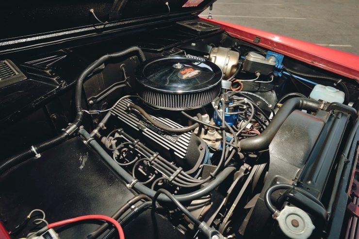 Ford Bronco 4x4 Car 7 740x494 - Restomod: 1968 Ford Bronco 302 V8