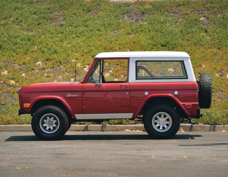 Ford Bronco 4x4 Car 8 740x575 - Restomod: 1968 Ford Bronco 302 V8