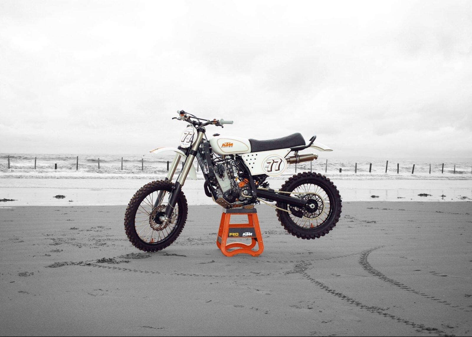 KTM Custom Motorcycle Retro e1507792366159 1600x1145 - Retro Racer: KTM 400 EXC-R