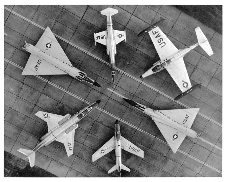 fighter jets e1506844148406 740x595 - 1960 USAF Training Film - Dogfighting In Jets