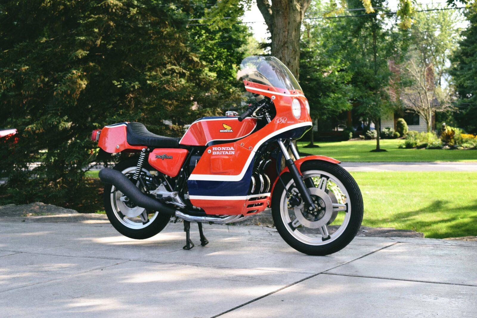 honda cb750 motorbike 3 1600x1067 - Rare Original Honda CB750 Phil Read Replica