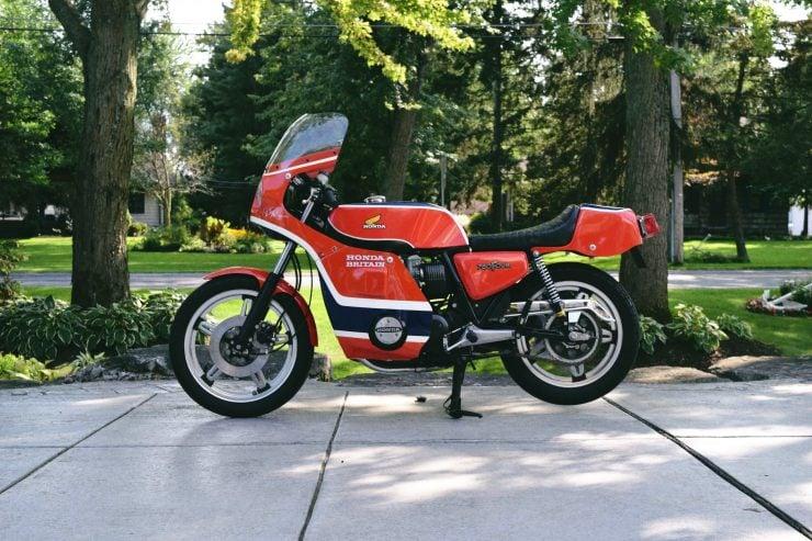 honda cb750 motorbike 6 740x493 - Rare Original Honda CB750 Phil Read Replica
