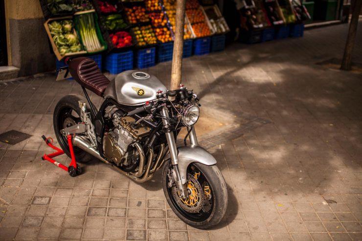 suzuki bandit 600 motorcycle 13 740x493 - XTR Pepo Suzuki Bandit 600