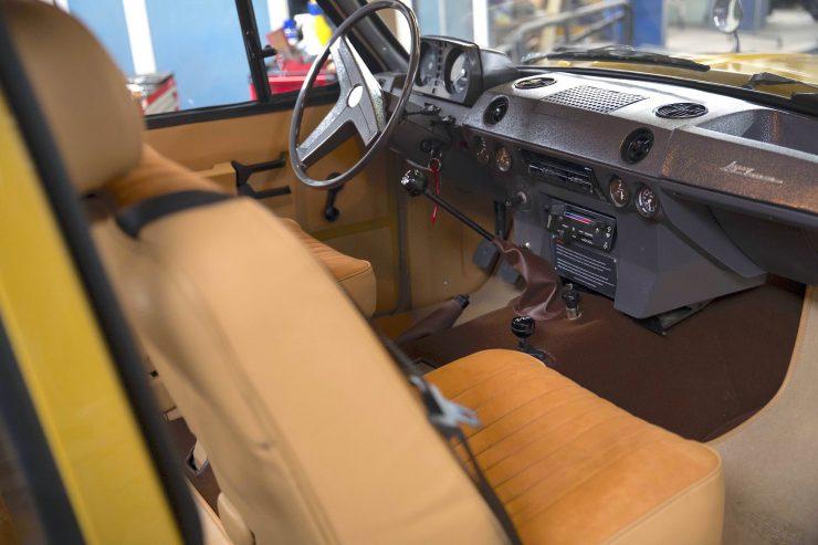 range rover classic 32 740x493 - 1973 Range Rover Classic