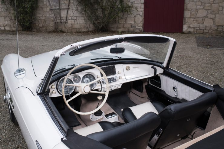 BMW 507 Roadster Interior 740x493 - 1958 BMW 507 Roadster Series II