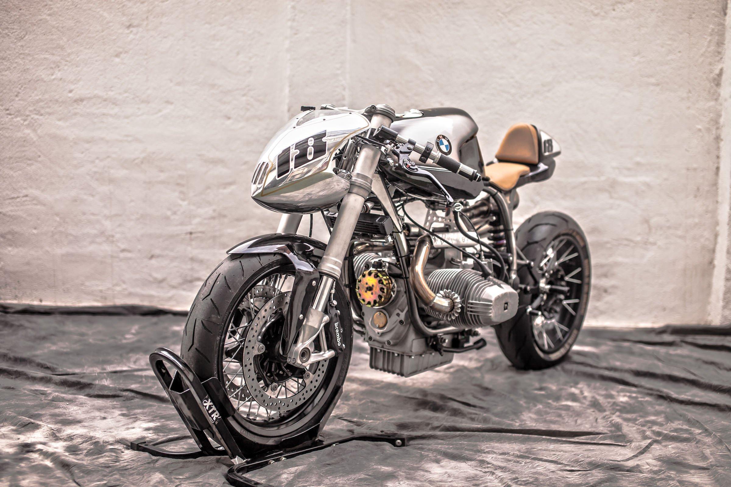 Motorcycle Custom: XTR Pepo Silver Bullet MKII BMW R100 RS Custom