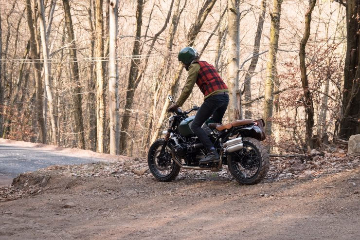 BMW R nineT Scrambler Riding 2