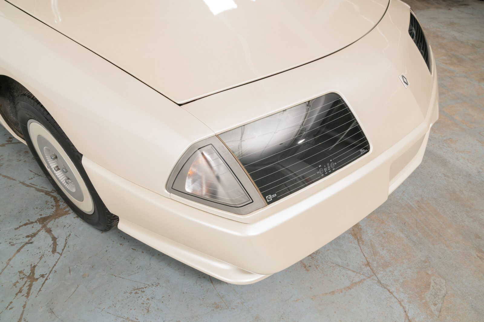 Renault Alpine GTA V6 Headlight