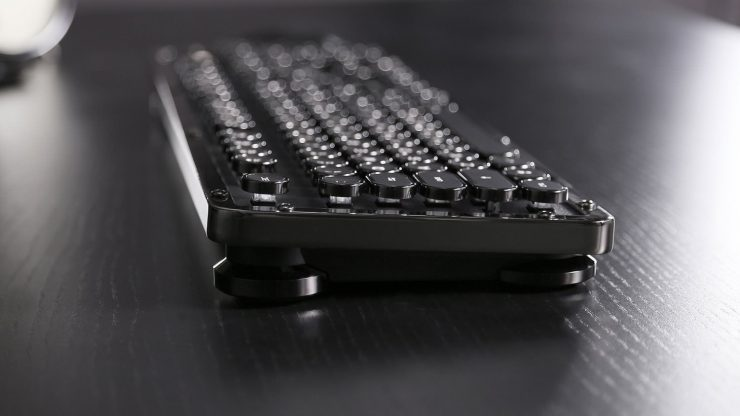 Azio Retro Classic - The Traditional Mechanical Computer Keyboard