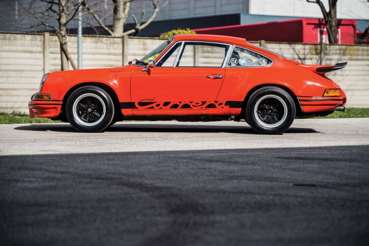 Porsche 911 Carrera Side