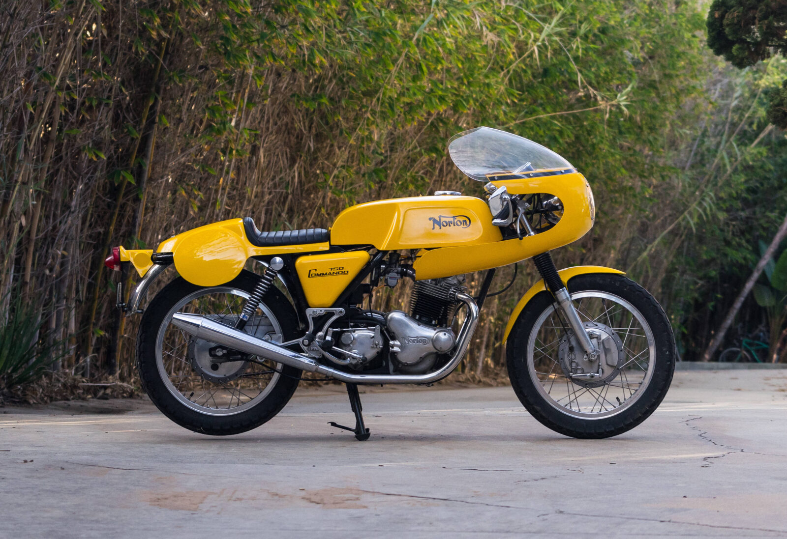 Norton Commando Production Racer - The Yellow Peril