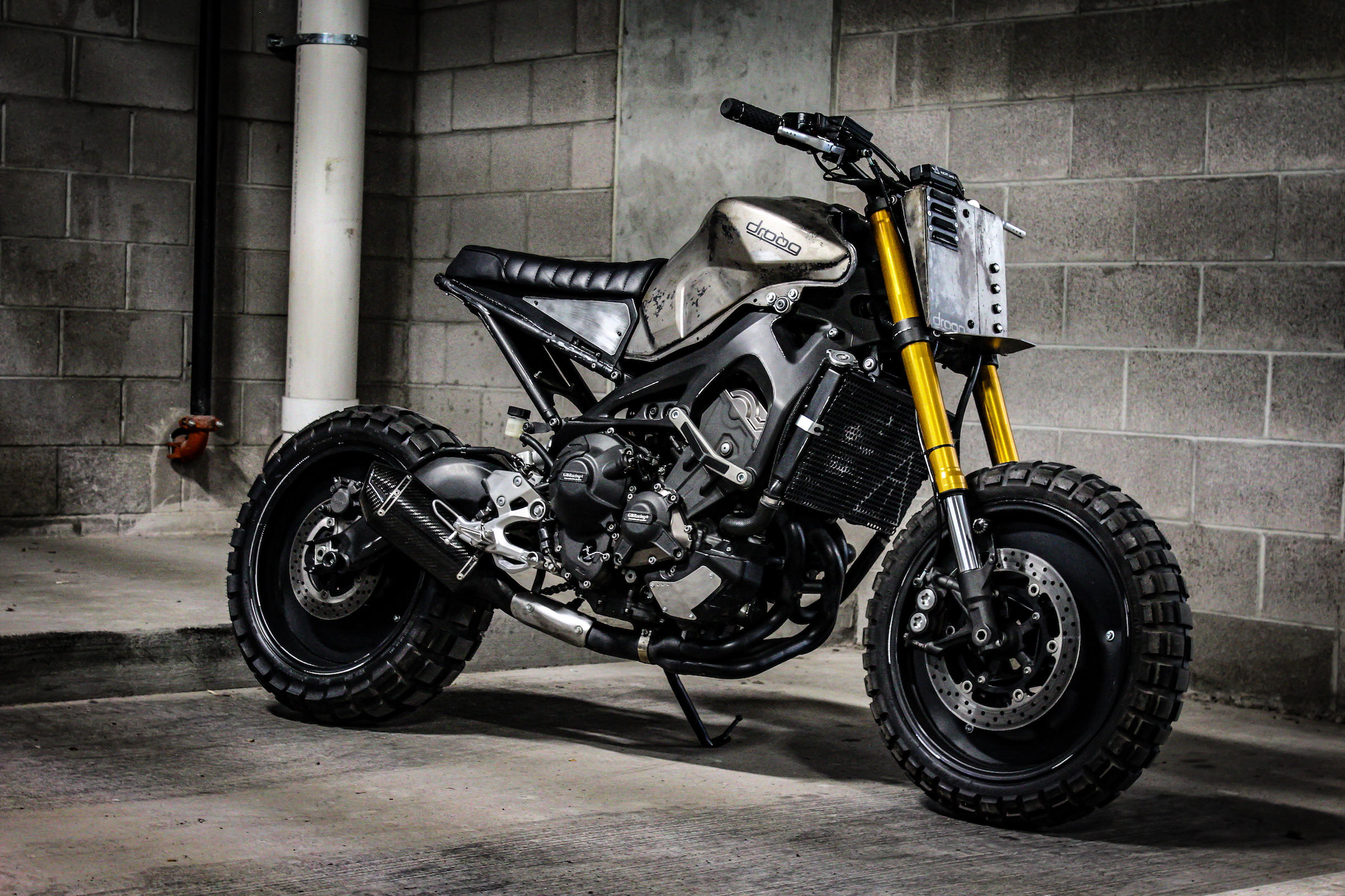 droog moto custom yamaha fz 09 the moto 3. Black Bedroom Furniture Sets. Home Design Ideas