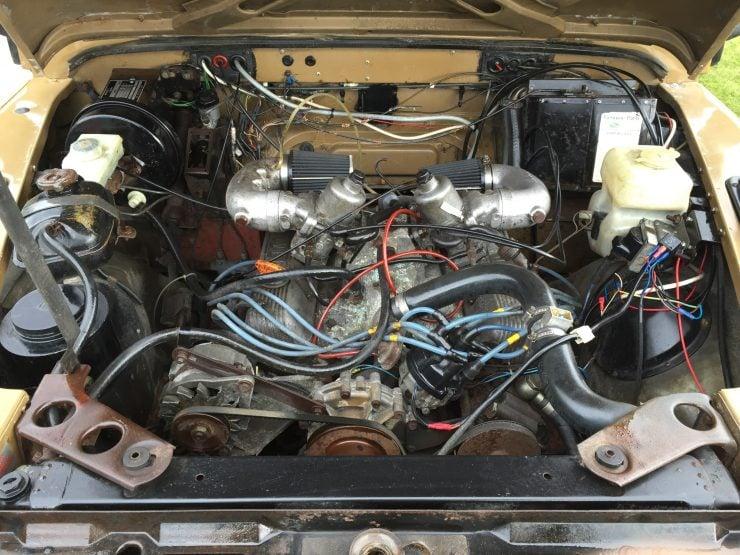 Land Rover 110 90 Defender V8 engine