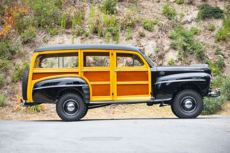 Ford Super Deluxe V8 Marmon-Herrington Wagon 4x4 Side