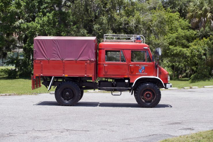 Mercedes-Benz Unimog Side