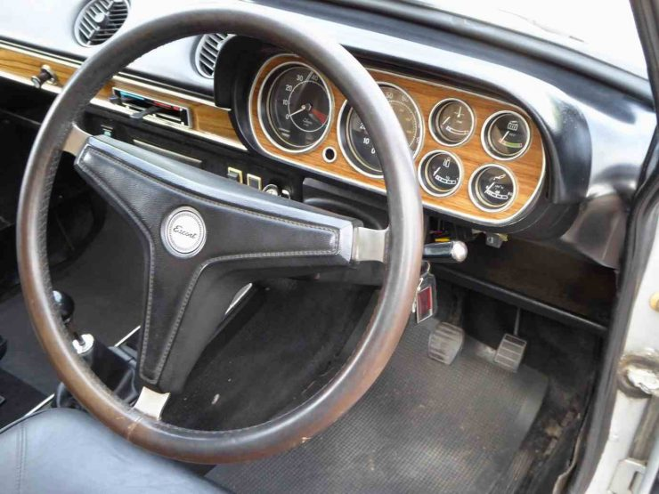 Ford Cortina 1300GT Mk1 dashboard