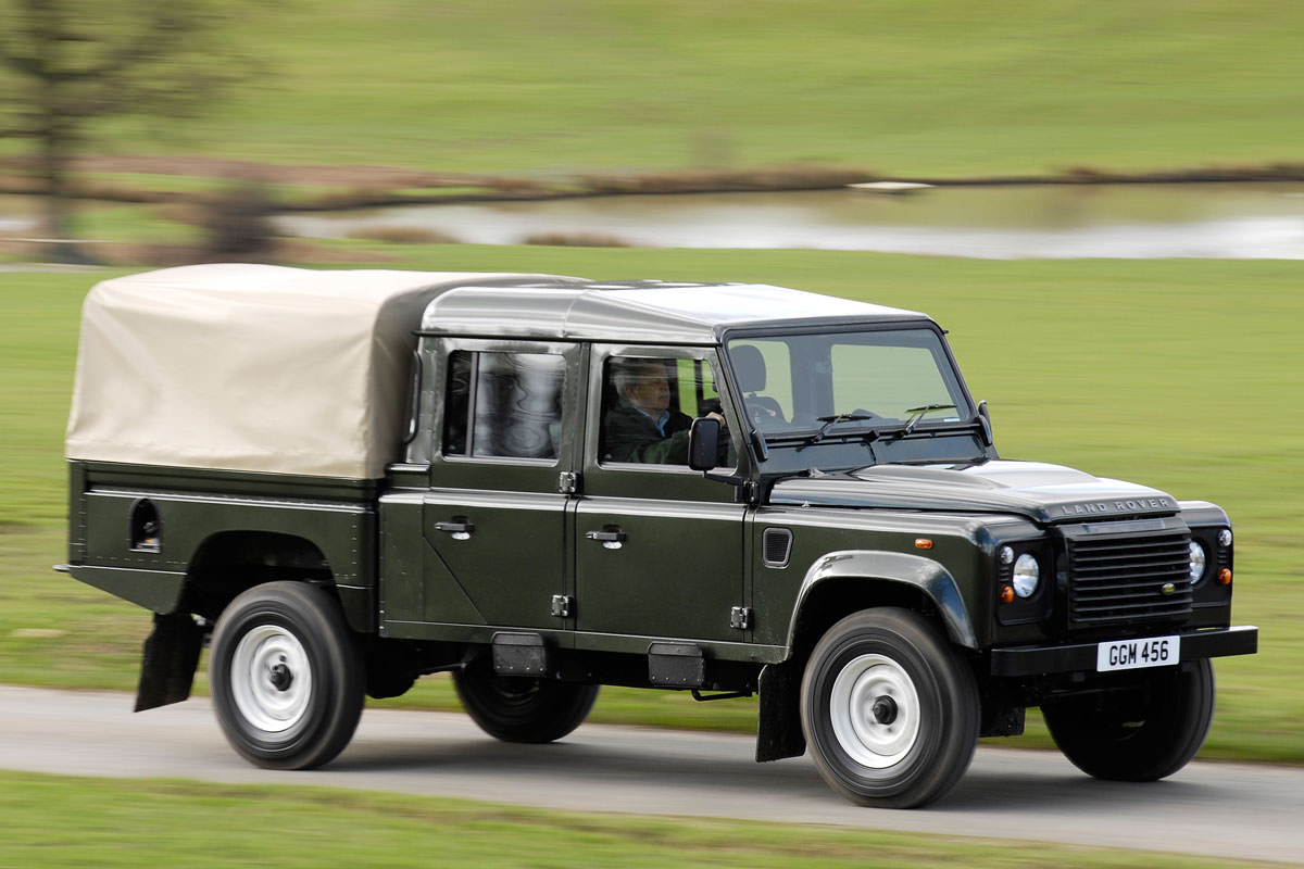 a brief history of the land rover defender. Black Bedroom Furniture Sets. Home Design Ideas