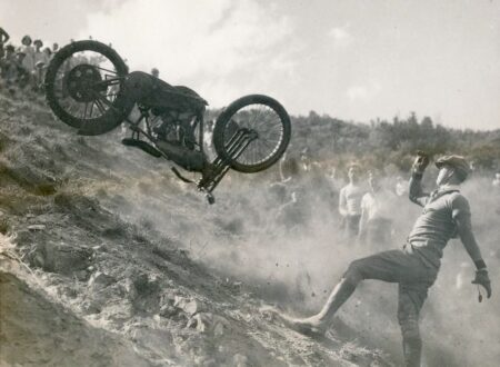 Motorcycle Hill Climbing