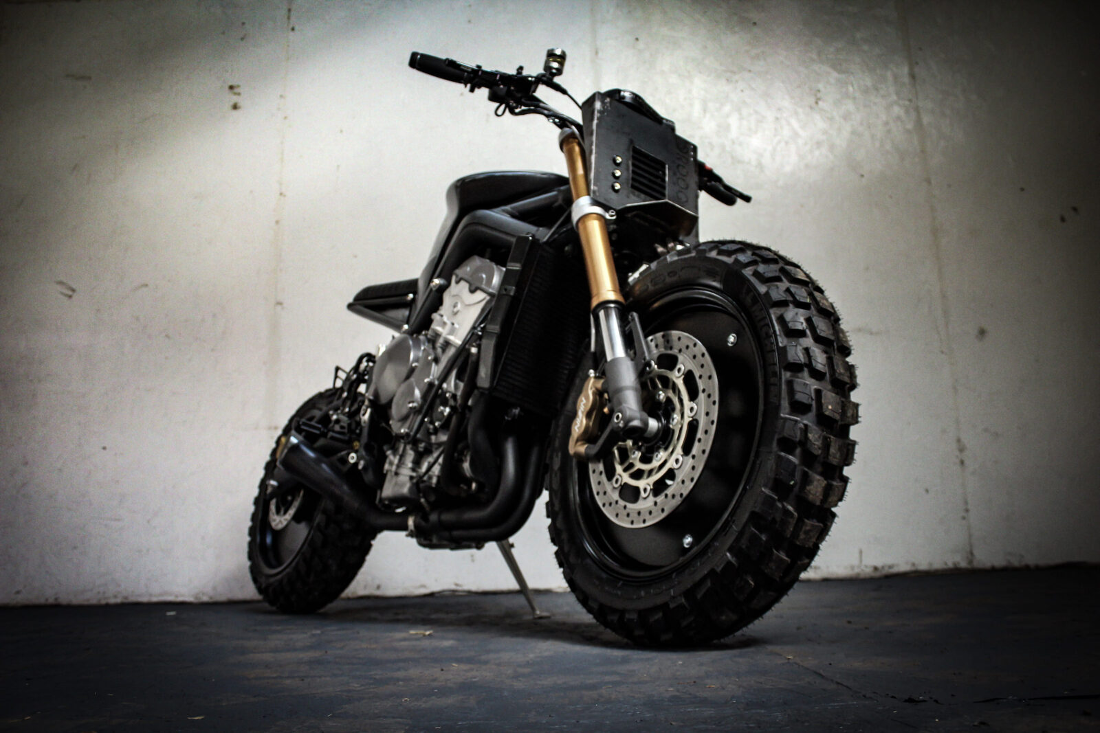 droog moto custom triumph daytona 675 british post apocalypto. Black Bedroom Furniture Sets. Home Design Ideas