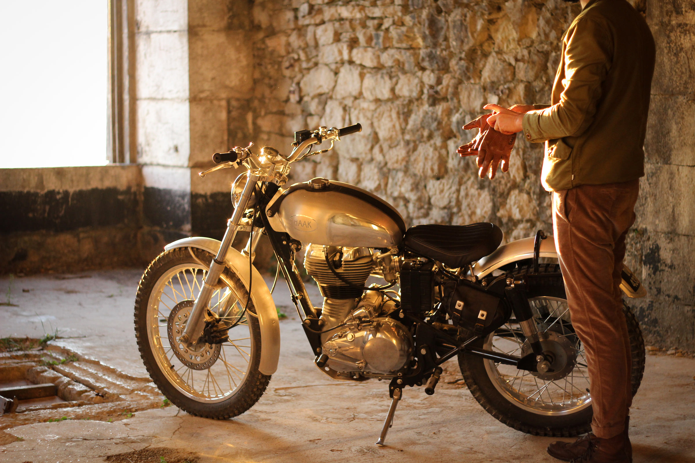Royal Enfield Classic 500 Scrambler - By BAAK Motocyclettes