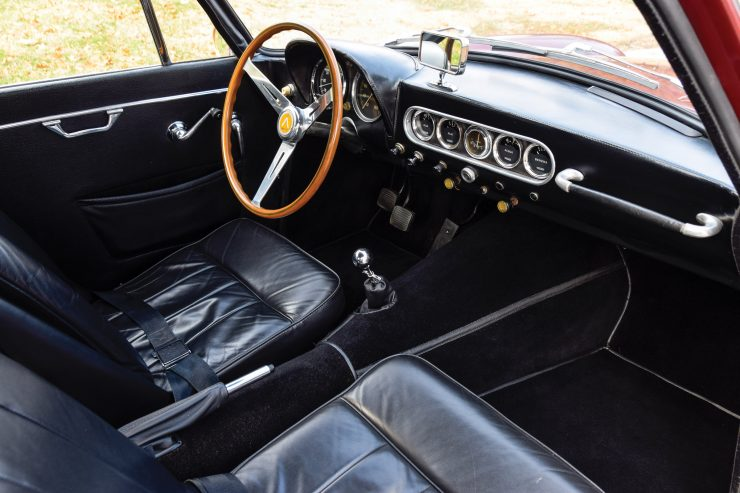 Apollo 3500 GT Interior