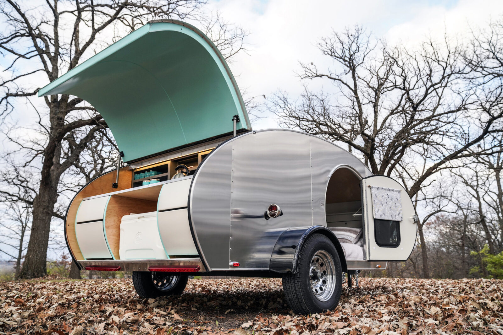 MONNOM Ghost Teardrop Camper Back