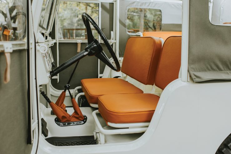 Toyota FJ25 Land Cruiser Interior