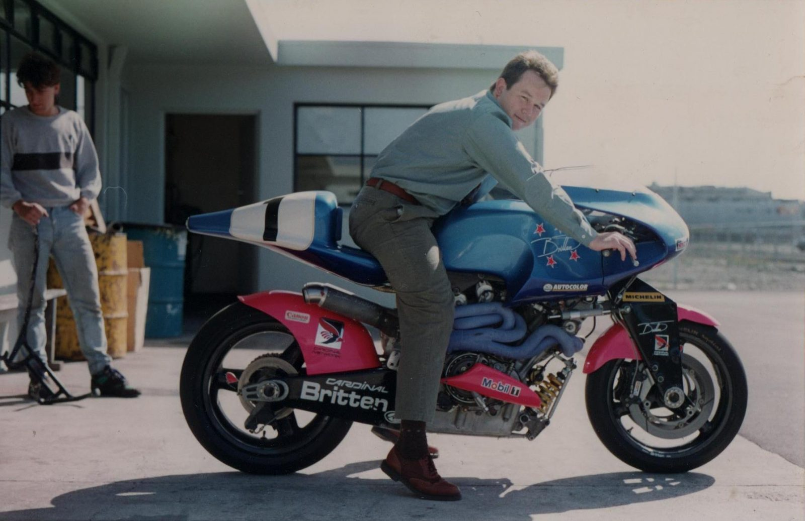 26 Pictures Unseen For Over 25 Years: A Visit To The Britten Motorcycle Workshop In 1993