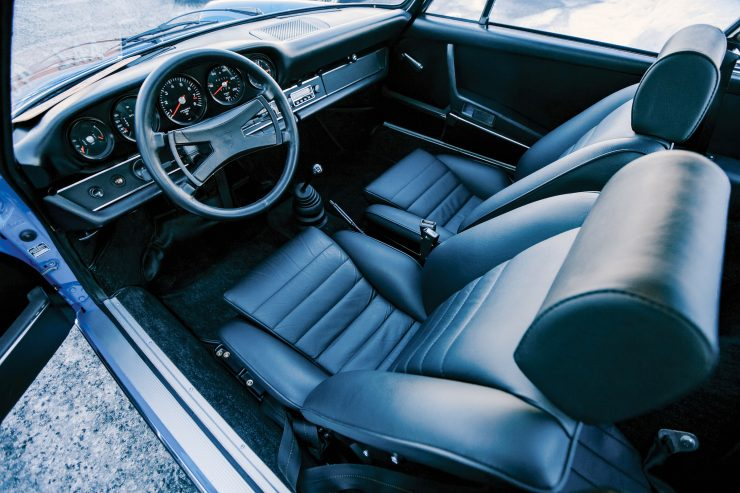 Porsche 911 Carrera RS 2.7 Touring Interior