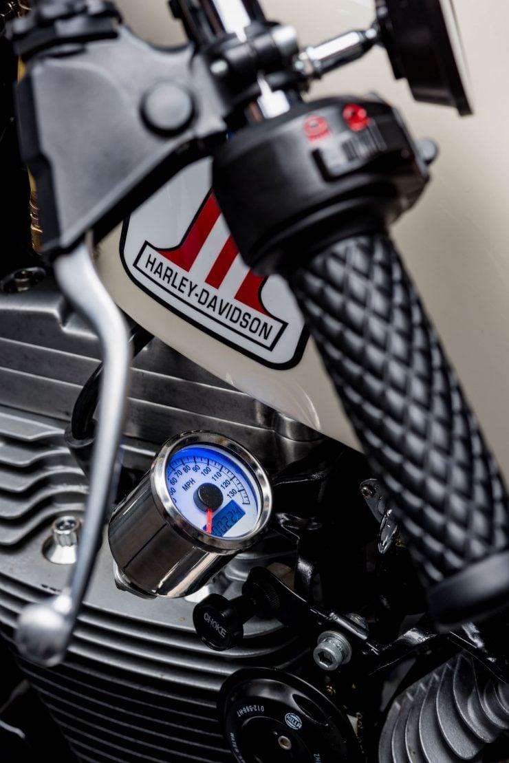 Harley-Davidson XL1200 Sportster Custom 2