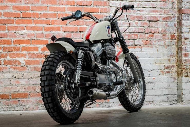 Harley-Davidson XL1200 Sportster Custom Back 3