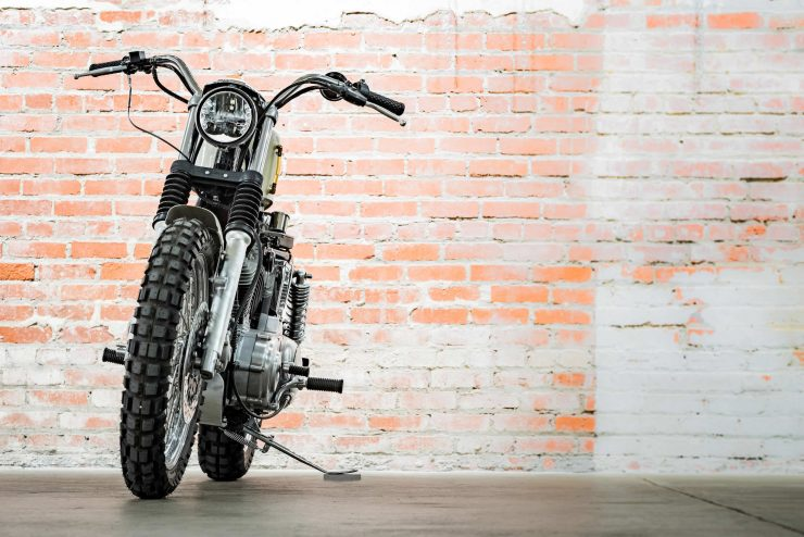 Harley-Davidson XL1200 Sportster Custom Front 1