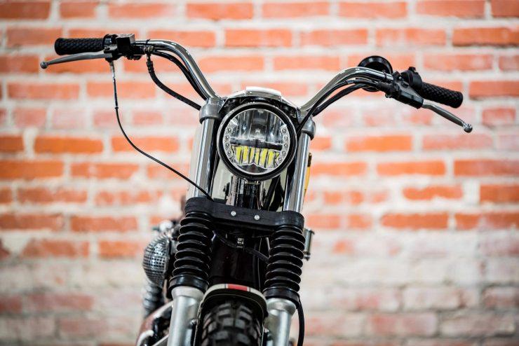 Harley-Davidson XL1200 Sportster Custom Front 2
