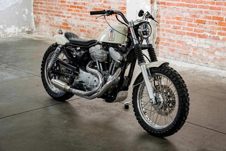 Harley-Davidson XL1200 Sportster Custom Front