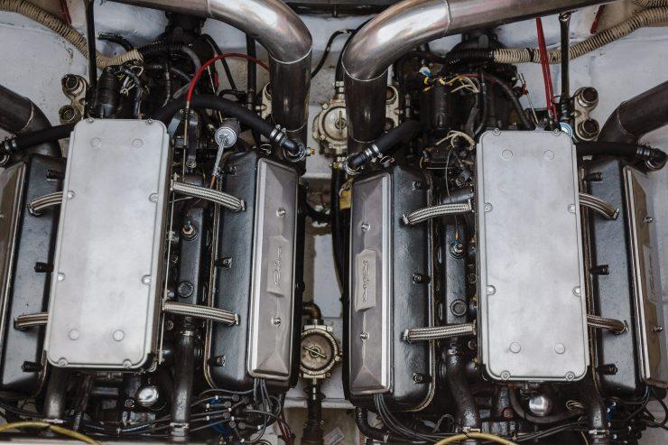 Riva Ferrari 32 Engines