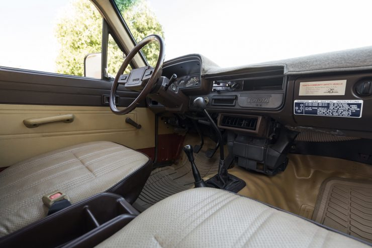 Toyota Hilux third generation interior