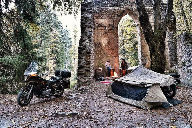 Goose: Wingman of the Road – An All-In-One Motorcycle Camping Solution