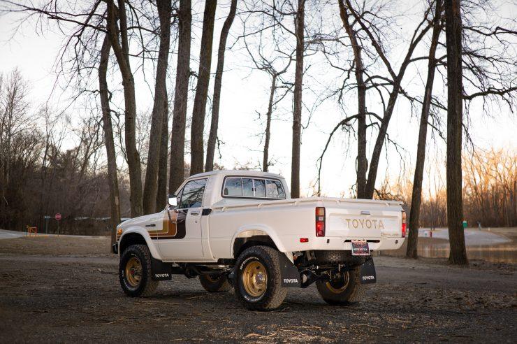 Toyota HiLux SR5 Pickup Truck 1
