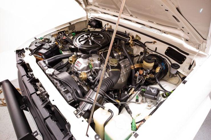 Toyota HiLux SR5 Pickup Truck Engine 2