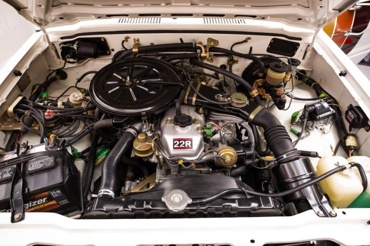 Toyota HiLux SR5 Pickup Truck Engine