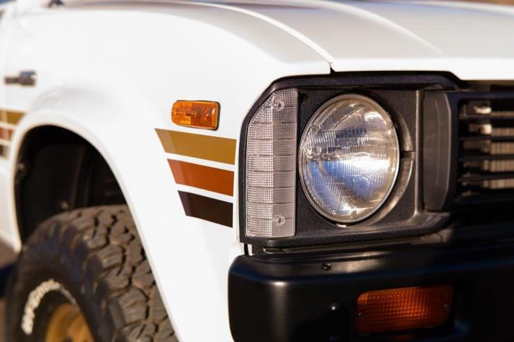 Toyota HiLux SR5 Pickup Truck Headlight
