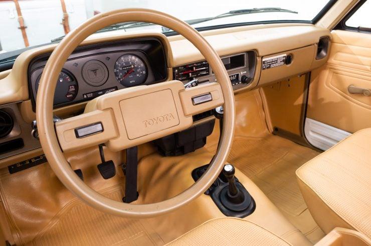 Toyota HiLux SR5 Pickup Truck Interior, Dash, Seats 2