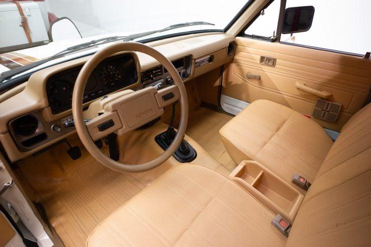Toyota HiLux SR5 Pickup Truck Interior, Dash, Seats