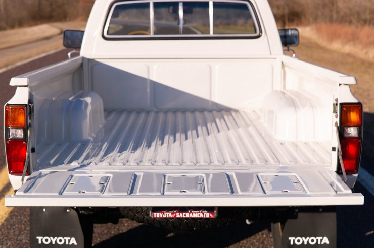 Toyota HiLux SR5 Pickup Truck Tray