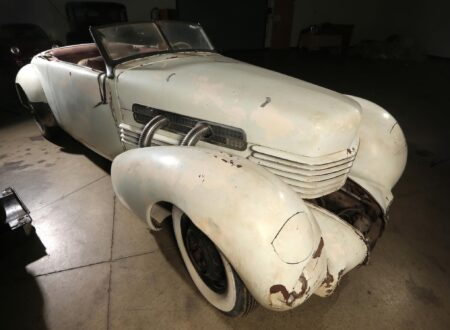 Cord 812 SC Phaeton Front Wing