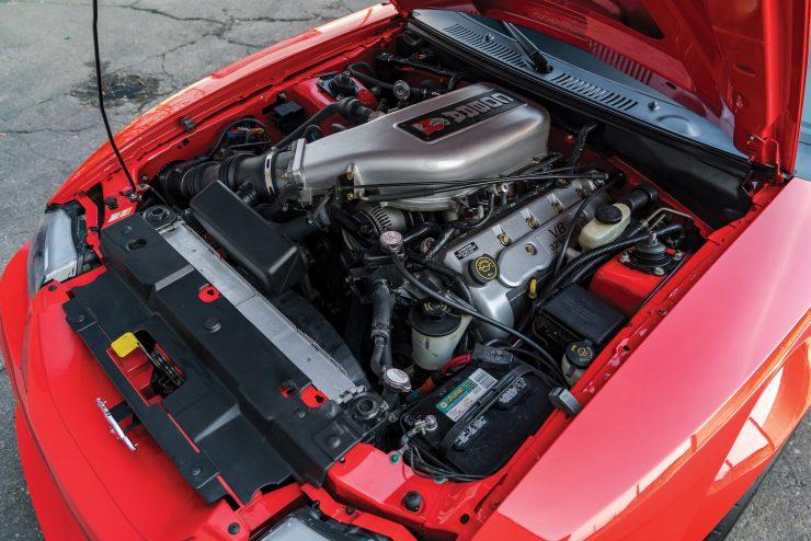 Ford SVT Mustang Cobra R V8 Engine