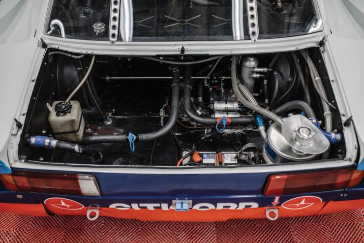 BMW 320i Turbo Trunk